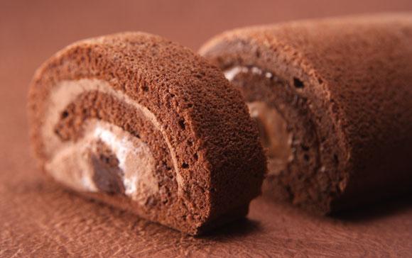 鳥骨鶏生チョコロールケーキトップ